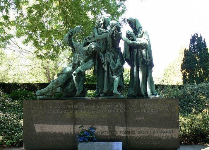 17 best images about pere lachaise cemetery on pinterest - Cimetiere pere la chaise ...