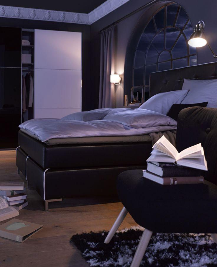 Schlafen wie eine Prinzessin! Das stilvolle Boxspringbett inklusive Kaltschaum-Toppermatratze  sorgt nicht nur für traumhafte Nächte – es macht auch tagsüber  ordentlich was her! Grund dafür ist das moderne Design, das an  die superbequemen Hotelbetten der besseren Kategorie erinnert.  Der Herbst ist da, der Winter kommt – wir möchten uns am liebsten  einkuscheln und gar nicht mehr aufstehen!