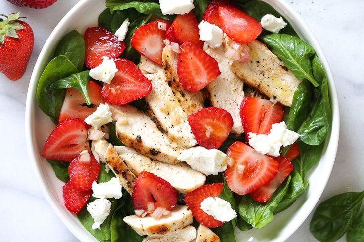 Aujourd'hui, je vous propose une salade (qui fait un repas complet) extrêmement rafraîchissante et parfaite pour la saison...