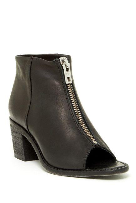 8 best fabulous shoes images on pinterest slippers. Black Bedroom Furniture Sets. Home Design Ideas