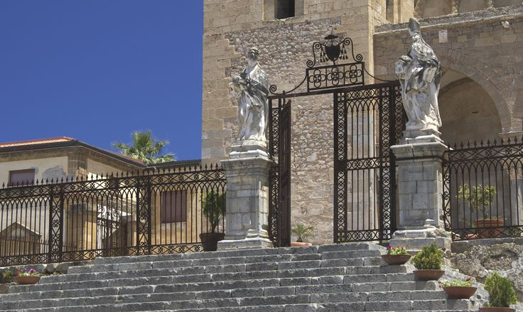 Aufgang zum Normannendom von Cefalu http://www.trip-tipp.com/sizilien/ausfluege-stadt/cefalu.htm