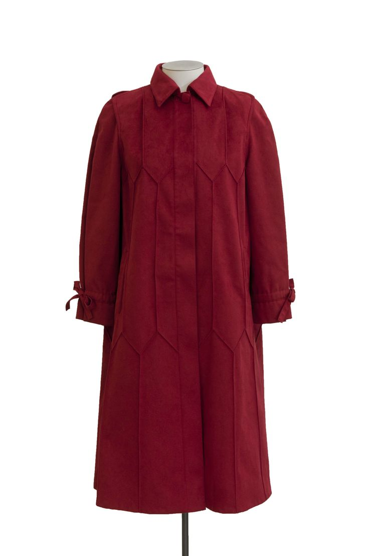 Coat, c.1980, El Jay, (established by 1938), gifted by Irene Fisher, collection of Hawke's Bay Museums Trust, Ruawharo Tā-ū-rangi, 2011/8/2