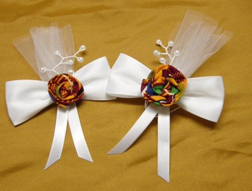 Kente African Wedding Bows, Ethnic Corsage bows, African corsage bows, Favor Bows, African theme weddings. $6.00, via Etsy.