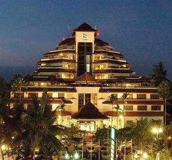 Salah satu hal yang paling mencolok dari Grand Quality Yogyakarta adalah bentuk bangunannya yang bersusun-susun menyerupai piramida. Bagian dalam hotel menampilkan gabungan gaya tradisional Jawa dan desain klasik yang terkesan nyaman. Yuks pesan hotelnya disini http://www.voucherhotel.com/indonesia/yogyakarta/160932-hotel-grand-quality-yogyakarta/