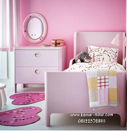 Jual tempat tidur anak usia 3 tahun untuk anak perempuan kecil warna merah muda terang moder minimalis terbaru produk www.kamar-tidur.com / furniture kamar tidur ! Bagi anda yang ingin anak kecil anda tidur sendiri dikamarnya tempat tidur anak kecil ini cocok untuk buah hati anda, selain modelnya disukai anak-anak harga tempat tidur ini juga terjangkau. …