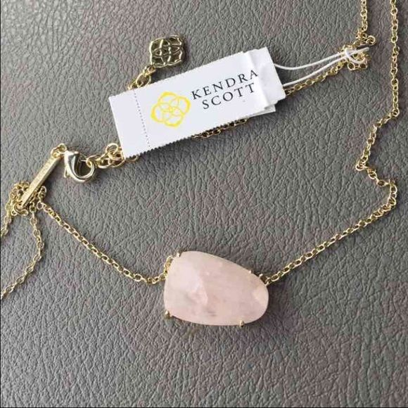 Sale! Kendra Scot Rose Quartz Isla Brand new with tags. ❤️ Rose Quartz Isla necklace. Perfect Christmas present. ❤️ Retailed $65 with tax Kendra Scott Jewelry Necklaces