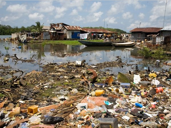 Trash litters the waters of a fishing village on Bonny Island in the Niger Delta. National Geographic.