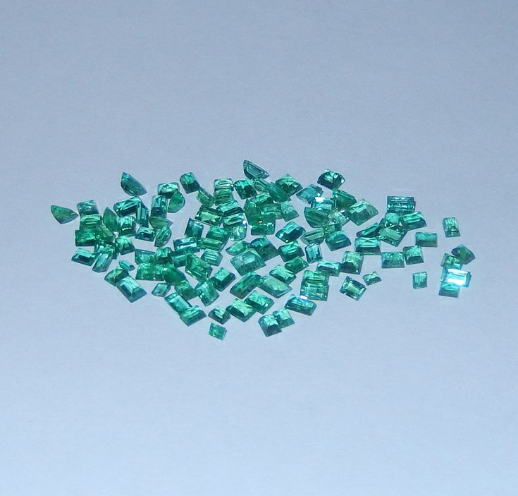 10.45 Karat kolumbianische Smaragde bester Qualität  Smaragde vom Juwelierhaus Abt in Dortmund.  #smaragd #kolumbien #edelstein #juwelier #abt #dortmund