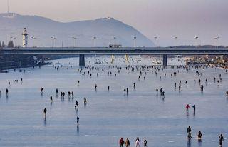 Αuto  Planet Stars: Ο Δούναβης έγινε… παγοπίστα Πάγωσε για δεύτερη φορ...