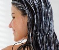 <p>Un <strong>remedio casero para el cabello dañado</strong> muy popular es el <strong>tratamiento a base de mayonesa</strong>. Dicen que es perfecto para recuperar el brillo, la fortaleza y la humedad natural de nuestro cabello. Únicamente debes aplicar la mayonesa por toda la melena cuando esté húmeda y dejar actuar durante 30 minutos aproximadamente. Luego, aclara con agua tibia y realiza un lavado normal.</p><p>Imagen: crecimientodelcabellocapilar.blogspot.com</p>