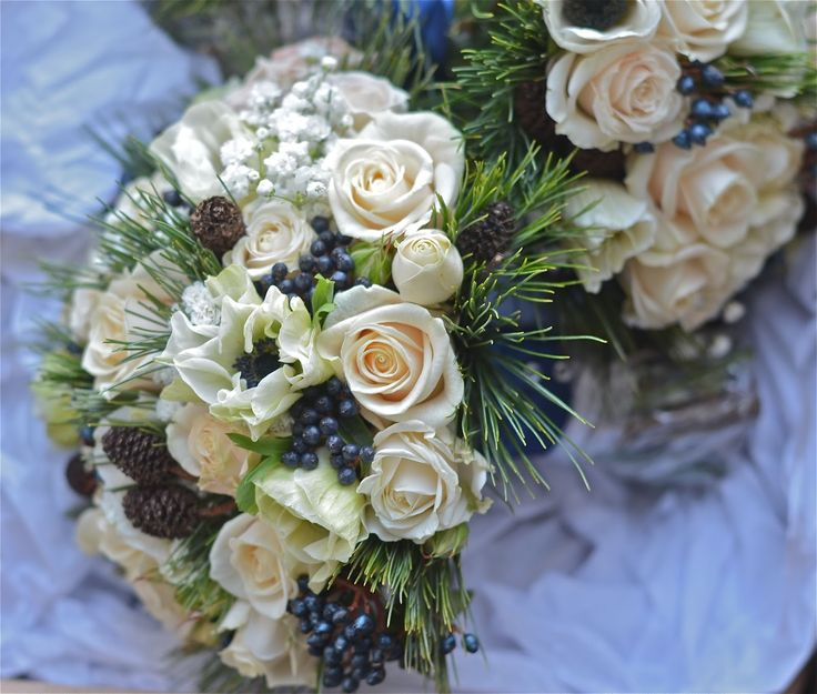 winter bouquet with berries | ... tinus berries and pine make a gorgeous bouquet for a December wedding