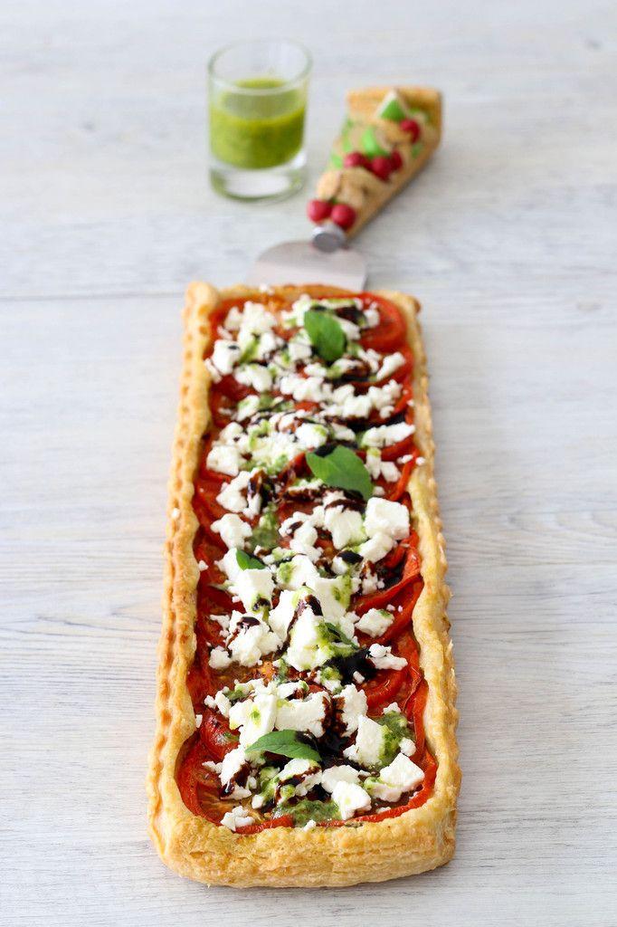 Tarte fine au pesto de basilic, tomates et feta - rapide