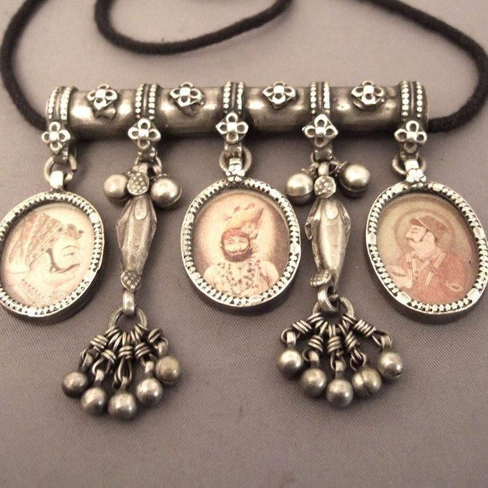 Dating antique necklaces