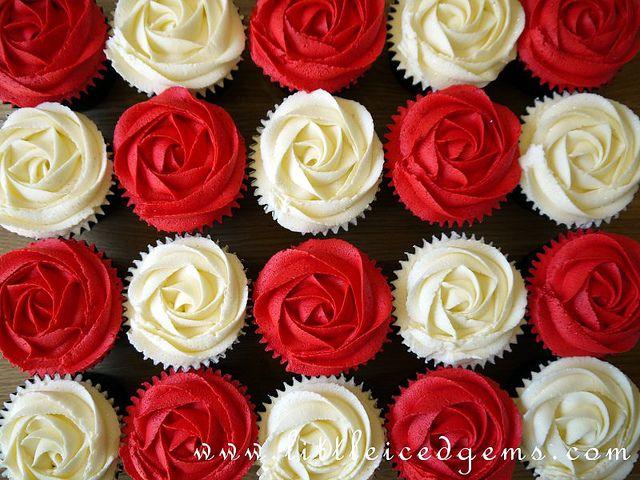 Alice in Wonderland Cupcakes red roses. Alice in Wonderland, Alicia en el País de las Maravillas, Disney, cupcakes, muffins, magdalenas, rosas, roses, flores, flowers, fleurs, dulce, dulces, sweet, sweets, niños, niñas, infancia, infantil, fiesta, party, birthday, cumpleaños, children, childhood, child