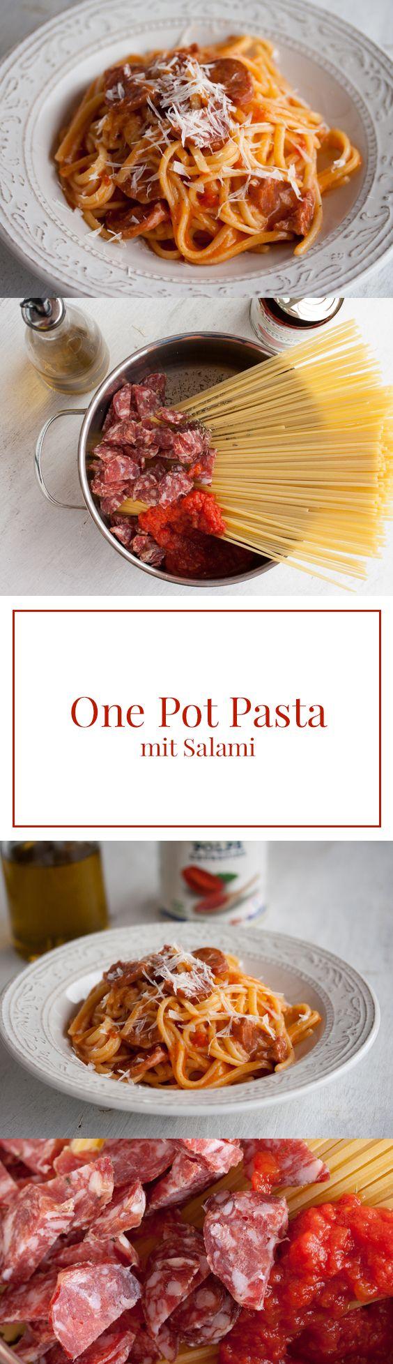 One Pot Pasta: Alles aus einem Topf, mit Salami und Tomatensauce, fertig in 15 Minuten - schnelles Mittagessen olé! Rezept auf www.we-love-pasta.de
