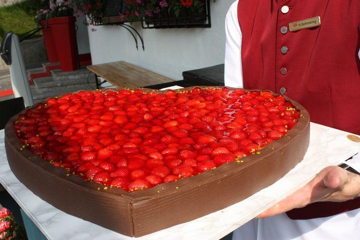 Hochzeitskuchen Erdbeeren und Schokolade - Wedding cake chocoolate and strawberries - http://www.riessersee.com/hochzeiten/