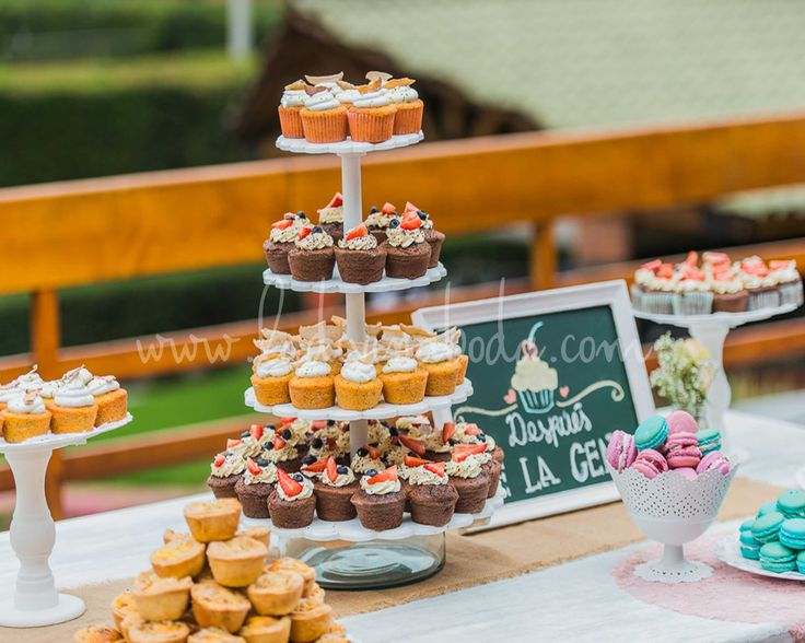 wedding Cupcakes table