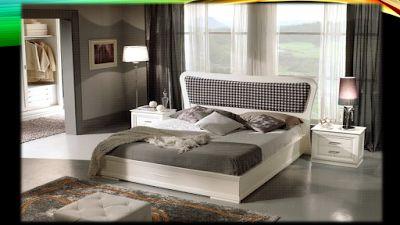 Γιάννης Πανάρας: Κρεβάτια ξύλινα.