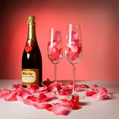 rose petals in champagne: Valentine Day Ideas, Valentines Day Ideas, Fun Ideas, Work Ideas, Rose Petals