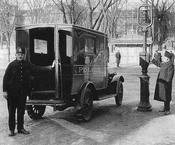police van in montreal between 1915 and 1929 from 1918 to early 1930 the fleet is growing but. Black Bedroom Furniture Sets. Home Design Ideas