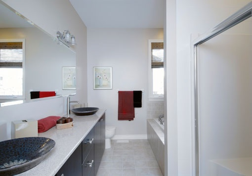 #Oriole, Bathroom