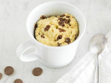 Torta in tazza low carb con scaglie di cioccolato - Springlane Magazine