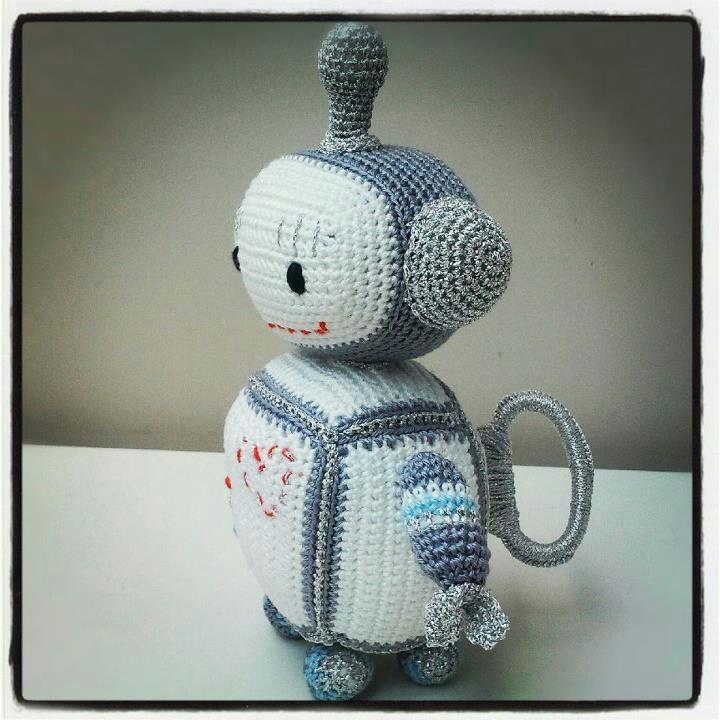 Crochet robot musicalbox!