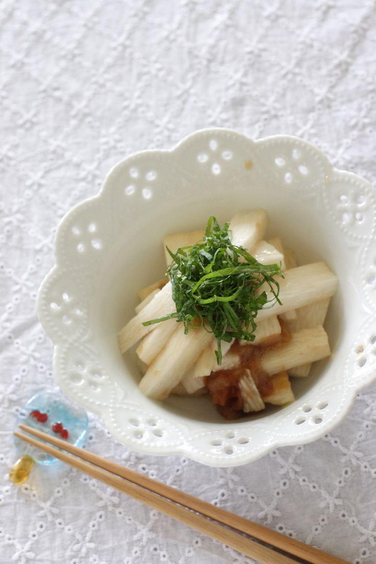 長芋を梅干しとポン酢に漬けて作る、簡単なお漬物です。 袋に入れて置いておくだけ。冷蔵庫で2日ほどもつので時間があるときに作っておくと助かる1品です。