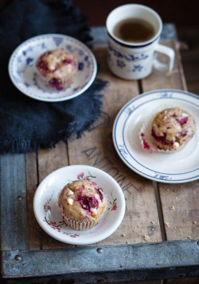 Muffins aux bananes, framboises & chocolat blanc  - Recette | Trois fois par jour