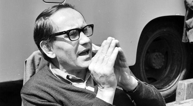 """W środę wieczorem w Warszawie zmarł wybitny pisarz i reżyser Tadeusz Konwicki. Autor książkowej """"Małej Apokalipsy"""" i filmowego """"Ostatniego dnia lata"""" zmarł w swym warszawskim mieszkaniu. Miał 88 lat."""