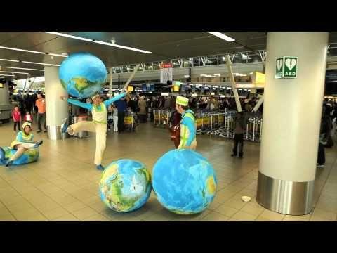 De Wereldreizigers op Schiphol - YouTube