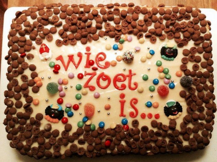 Sinterklaas taart voor 5 december Versierd met schuddebuikjes en kant en klare suikerfiguurtjes van de Action