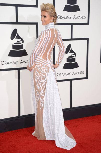 Paris Hilton, tampoco se perdió la noche más musical del año, a la que acudió con un diseño con juega con las transparencias.