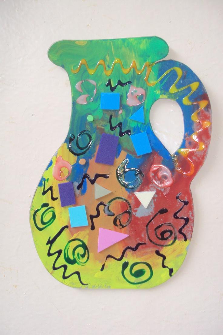 Figura de Font pintada por los niños con temperas ,decorada con plasticola y pedacitos de font.