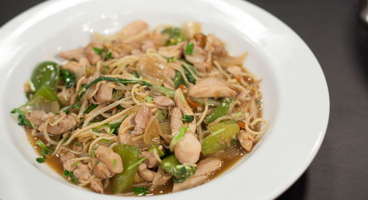 [ I n g r e d i e n t s ] 2 Tsp sesame oil 4 garlic cloves, crushed Knob ginger, grated 6 Tsp black bean sauce, home made or bought 2 chicken breasts, sliced 1/2 cup chicken stock 1 onion 1 green pepper Spring onions 1 bok choy 1 chilli 1 tsp ...