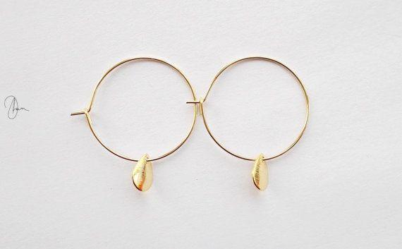 Orecchini a cerchio in oro piccolo  piccoli di DharaJewellery