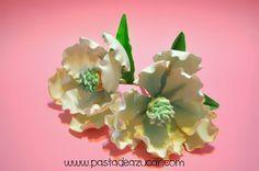Curso Gratuito de Flores de Azúcar: Paso a paso. Magnolia de pasta de goma.                                                                                                                                                     Más