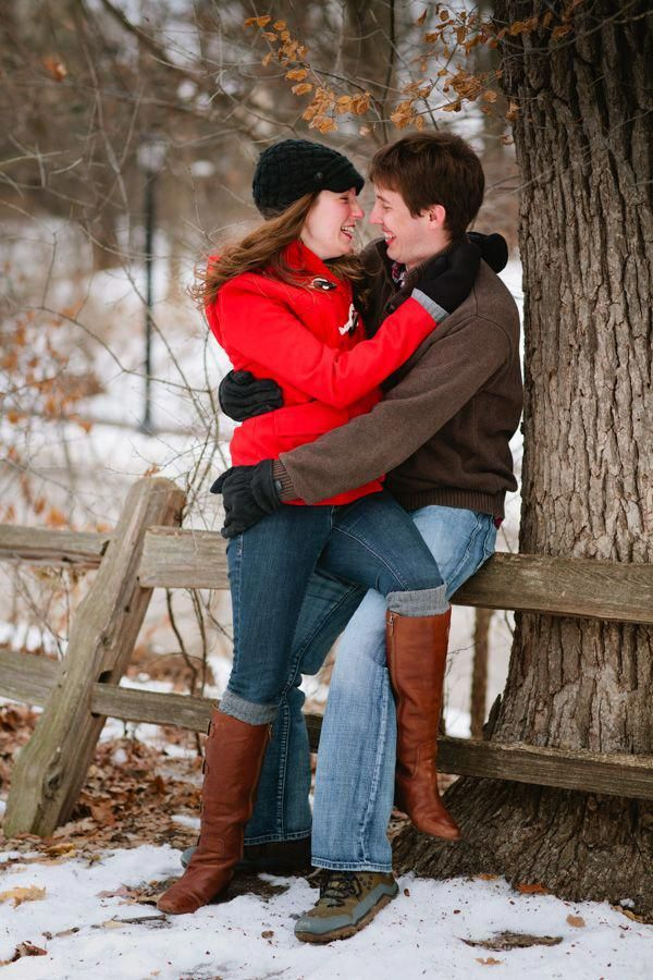 Mr & Mrs to be snuggle up during their Minnesota winter engagement photo shoot! #eileenkphoto #couplegoalspicturessnuggles