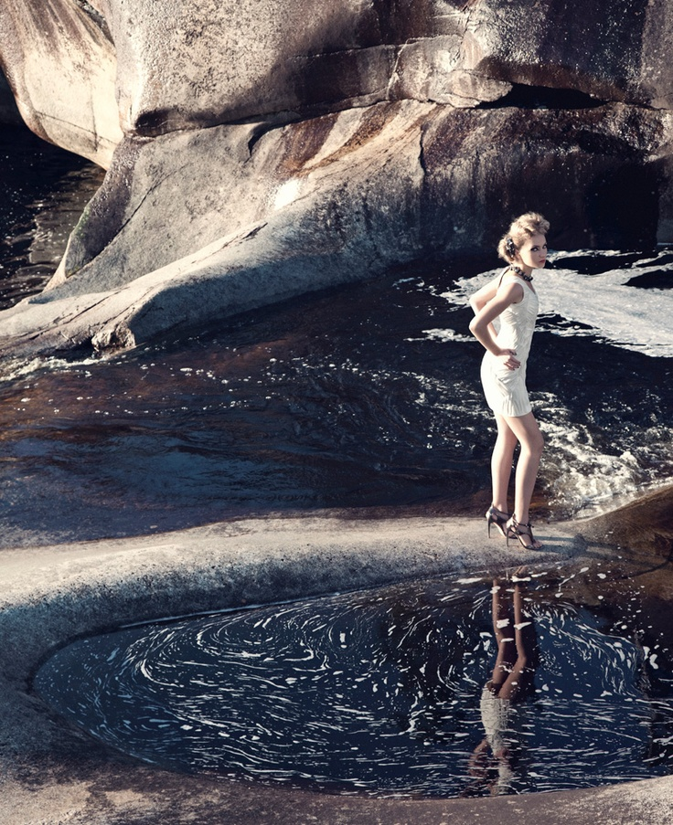 #HauteCouture photography in surreal landscapes by @LukasRenlund