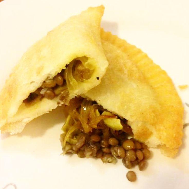 """""""EMPANADA DE LENTEJAS  #vegana #glutenfree  Ingredientes para el relleno: 1 taza de lentejas…"""""""