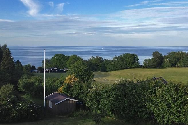 Wooden holidayhome for 8 with view over the baltic sea in Allinge, Bornholm. #holidayhome #ferienhaus #unterkunft #allinge #bornholm #denmark #danmark #dänemark