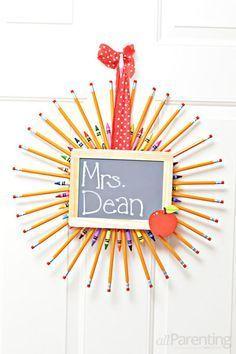 Pencil wreath @allParenting <-- such a cute #teachergift idea!
