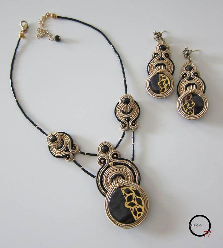 Collier e orecchini soutache con bottoni vintage, perle in ossidiana, perline rocailles e baguettes. Design Giada Zampar -Opificio77-