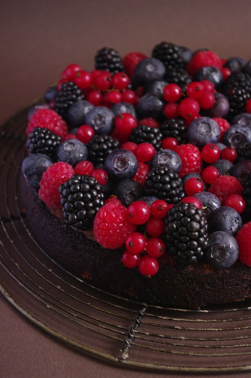 Gâteau fondant au chocolat et fruits rouges et noirs | I Love Cakes