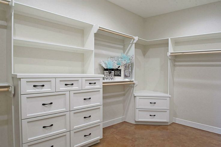 I was looking for a corner idea. I like these angled drawers & would put a couple shelves above.