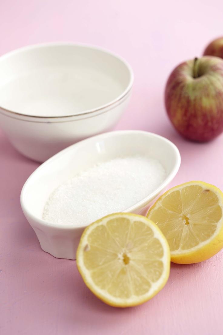 Gedroogde vrugte is so deel van ons kultuur. Maak jou eie gedroogde appelringe om net so te eet of as versiering saam met gebak te gebruik Gedroogde appelringe200 g (250 ml) suiker250 ml watersap van halwe suurlemoensowat 6 appels