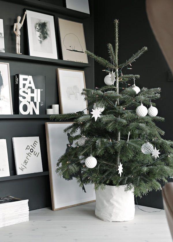 Christmas tree in the Norwegian home of Nina Holst / Stylizimo.