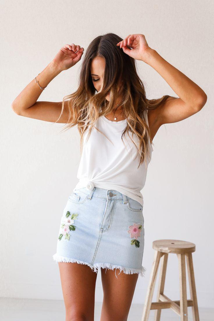 Flores Bordadas Denim Mini Skirt