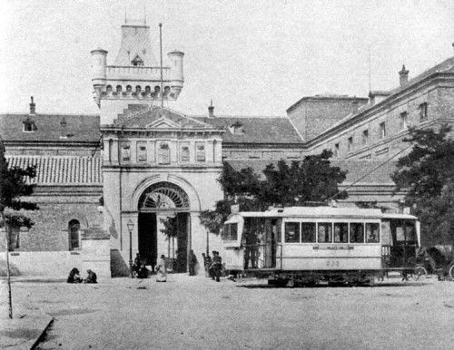 Tranvía frente a la Cárcel Modelo en la Plaza de la Moncloa, 1905