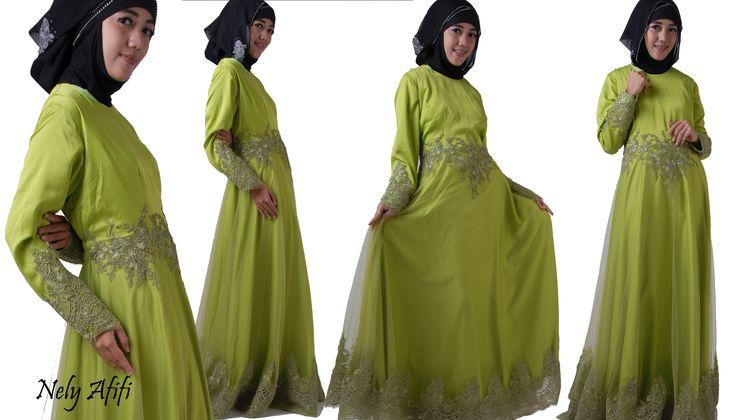 Gamis Pesta Muslimah dari bahan tile brocade warna hijau